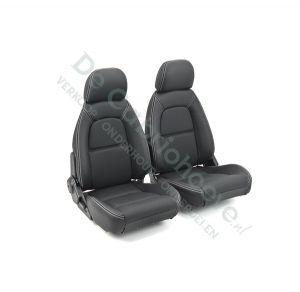 Geperforeerde leren bekleding (zwart met wit stiksel) voor set stoelen