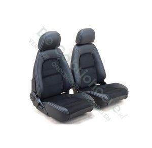 Set lederen-stoffen stoelen (zwart met wit stiksel) gemonteerd op stoel