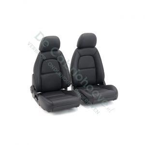 Set stoelen NA & NB zwart met zwart stiksel (gemonteerd op stoel)