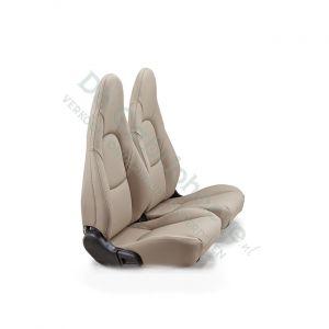 MX5 Set leren stoelen (beige met beige stiksel) gemonteerd op stoel