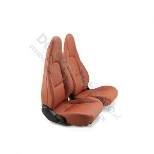 MX5 Set leren stoelen (cognac met cognac stiksel) gemonteerd op stoel
