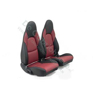 MX5 Set leren stoelen (zwart met bordeaux) gemonteerd op stoel
