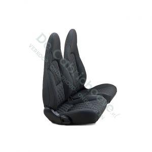 MX5 Set leren stoelen (zwart met wit geruit stiksel) gemonteerd op stoel