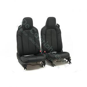 MX5 Set leren stoelen (zwart met zwart stiksel) gemonteerd op stoel